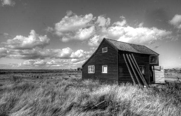 Wooden shack, walberswick by mikeb3