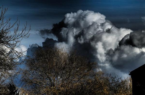 Storm Coming by Gillken