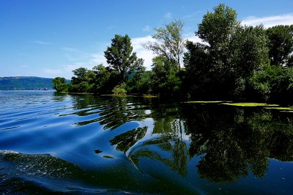 A big blue River by jovanovic