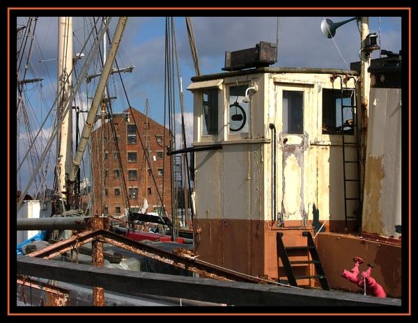 Gloucester Docks Tug by Patwen