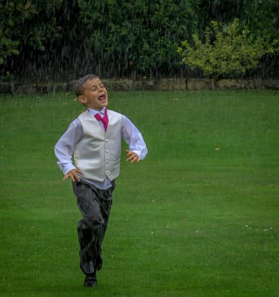 Fun in the rain by trev0re