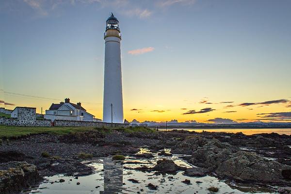 Scurdie Ness Lighthouse, Montrose by billmyl