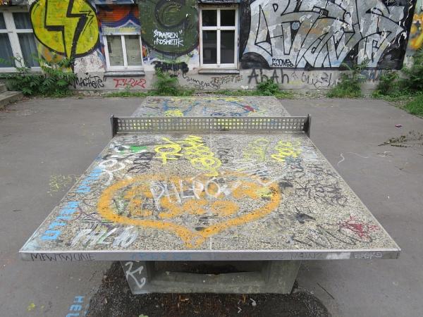 Berlin grafitti table by EssexBienen