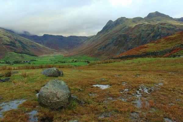 Looking NW towards Langdale Fell & Mickelden Beck. by rammy62