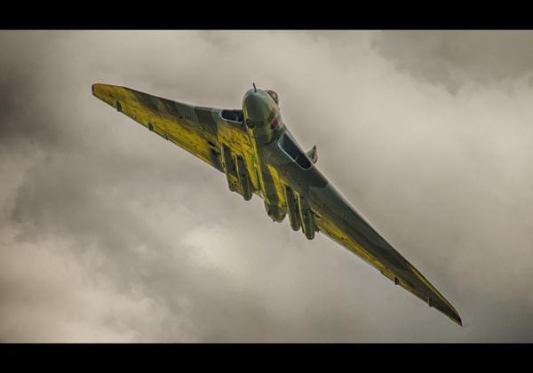 xh588 Avro Vulcan by BendTheLight