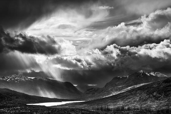 Loch Garry Storm light by Tynnwrlluniau