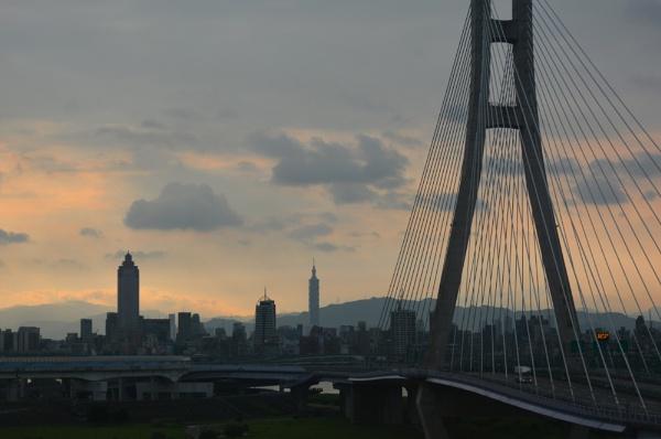 Dawn in Taipei by tonyng