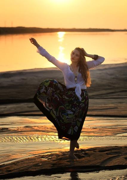 the dancer by laviniaiordache