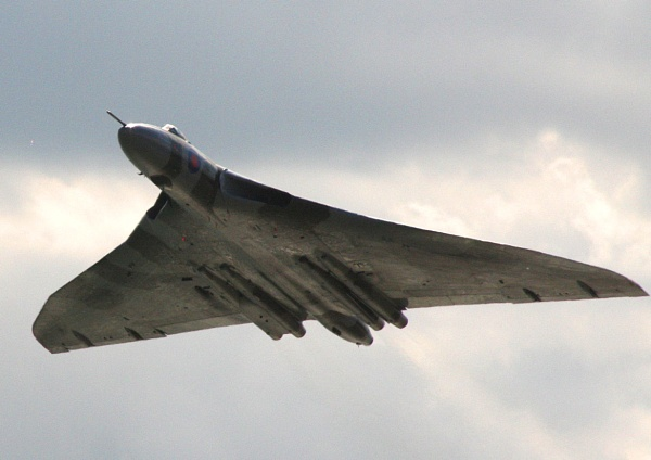 The Vulcan XH558 by francisg