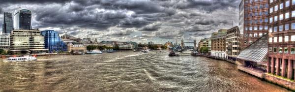 The Thames by bobbinio