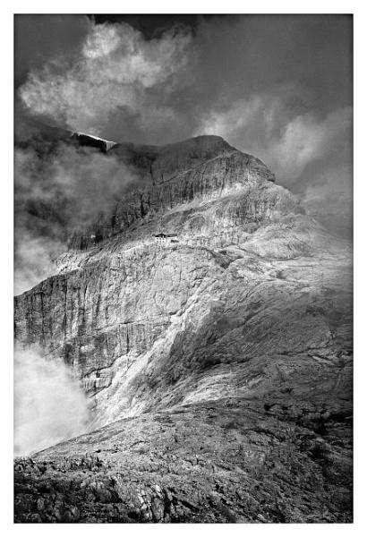 Misty Mountain by alex442