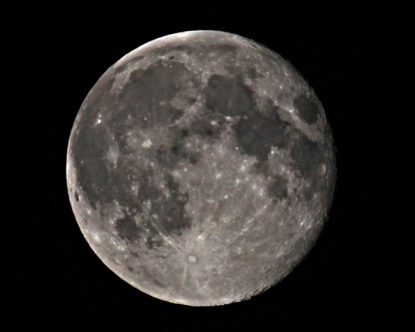 August Full Moon by Snapitt
