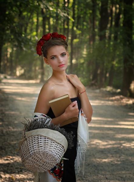 Iulia by laviniaiordache