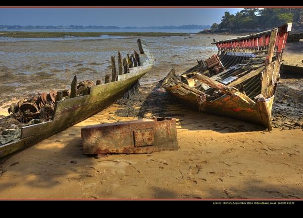 épaves - shipwrecks - Brittany by davidbailie