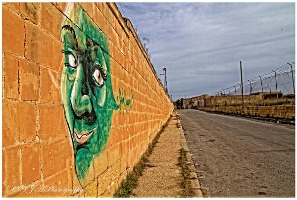 Graffiti by daddydingle