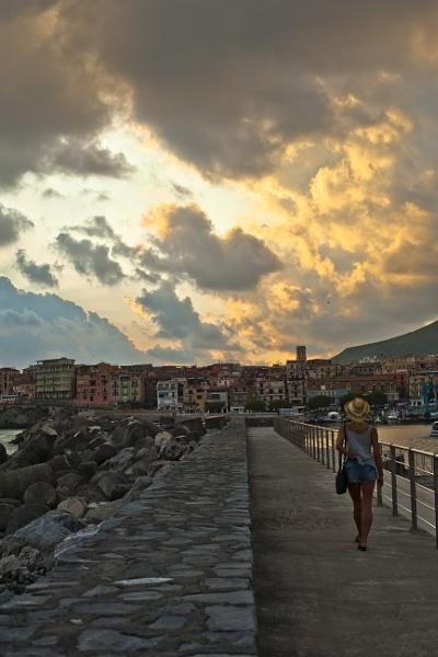 Sea Wall at Marina di Camerota by sfenton