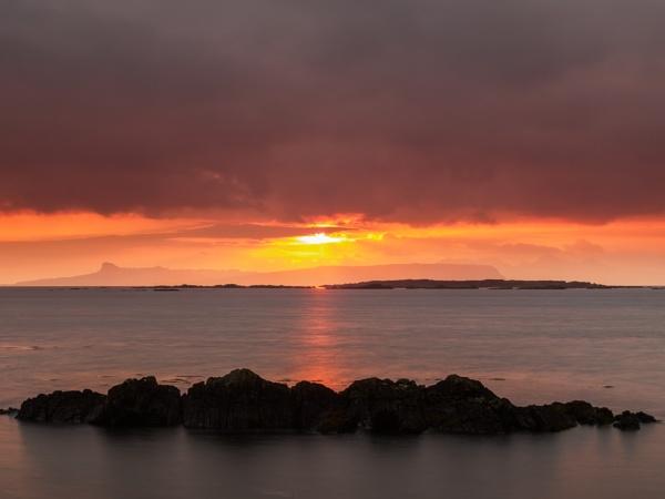 Sunset over Eigg by iainmacd