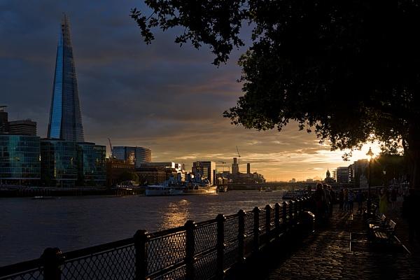 Sunset-on-Thames by Jasper87