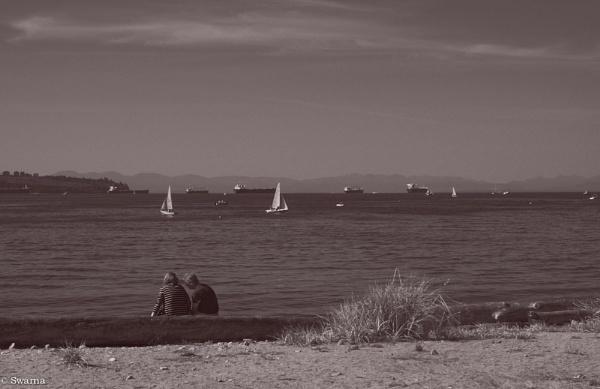 Lovers on the beach! by Swarnadip