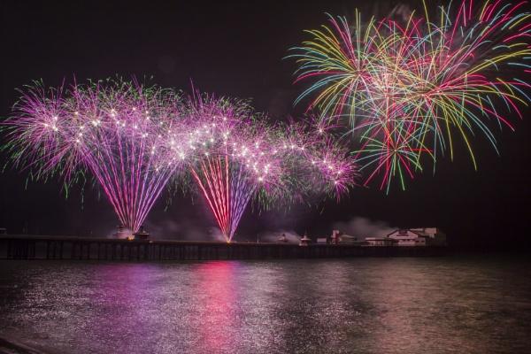Stunning firework by WorldInFocus