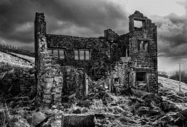 Farmhouse Ruins. by steebi