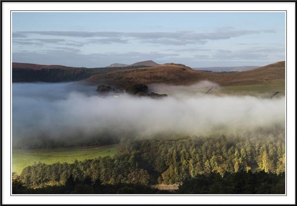 View under Derwent edge in the Peak Distrct by Charlie59