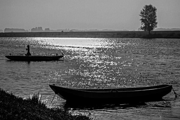 Ferry cross the Meuse (mersey) by kuipje