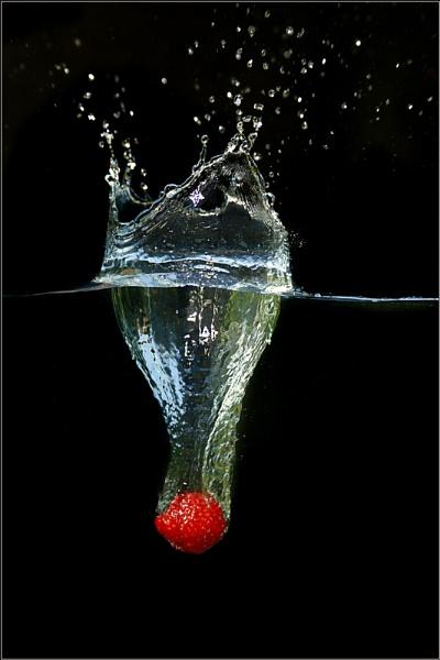 Strawberry Drop by scragend