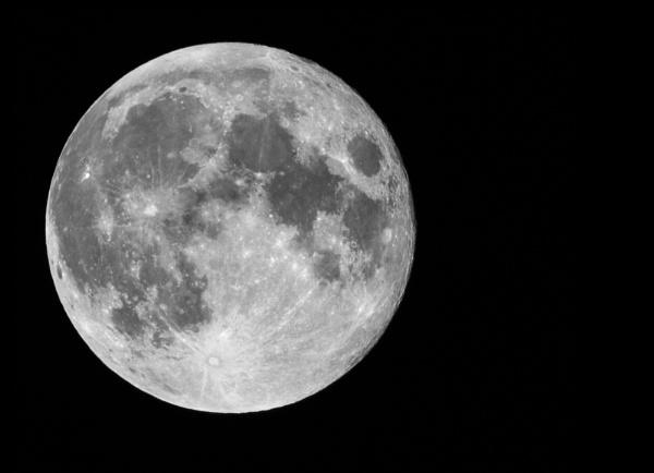 full moon by michaelo