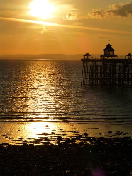 Sunset at Clevedon Pier by bonny