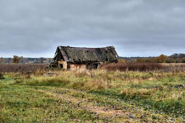 Forgotten Barn by alan2603
