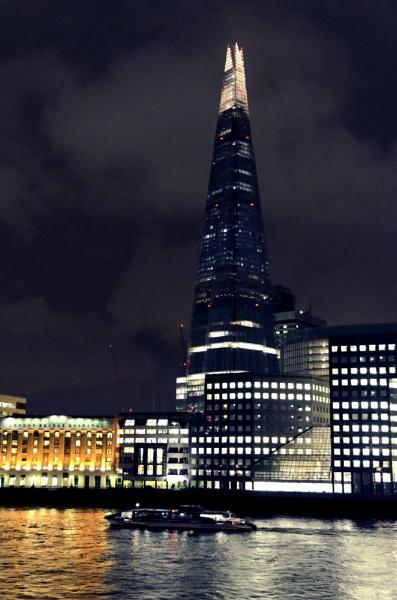 Shard by night by Tonyc49