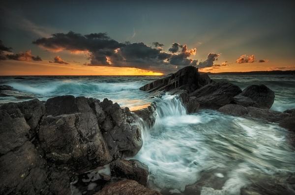 Rock Waterfall by ilocke