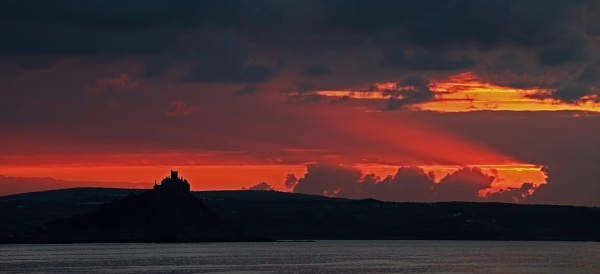 Sunrise in Penzance by haydntaylor