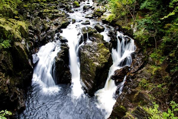 Falls of the River Braa, Dunkeld by Dingus