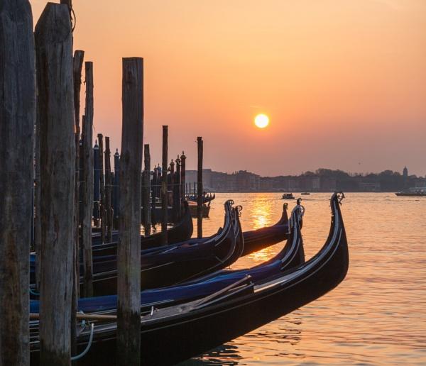 Venetian dawn by Hazelmouse
