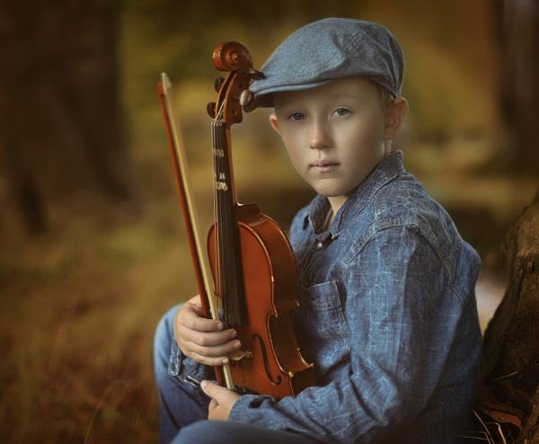 Young musician by brzydki_pijak