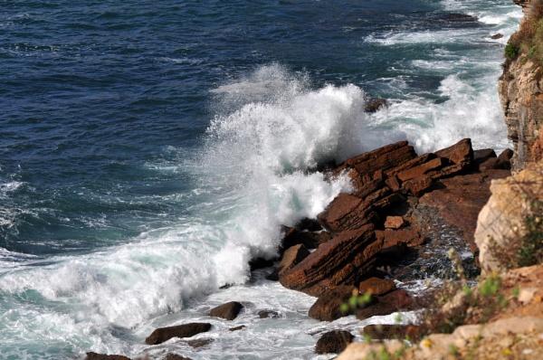 Sea spray by HarrietH