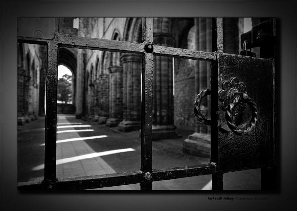 Kirkstall Abbey by LynneJoyce