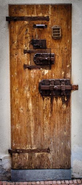 Door 31 by chavender