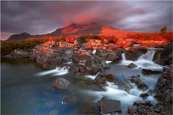 Sunrise at Sgurr nan Gillean by jeanie