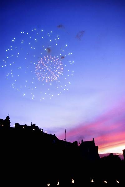 Edinburgh Castle Fireworks by Hamlin