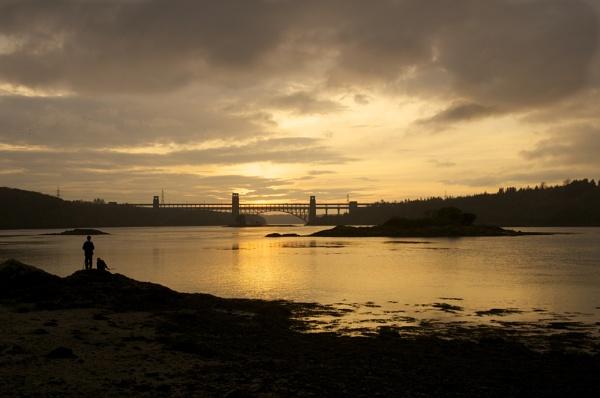 Sunset over Britannia Bridge by DilysT