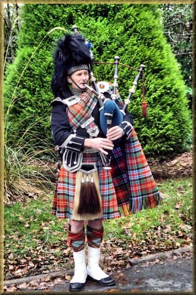 Lone Piper by alancharlton