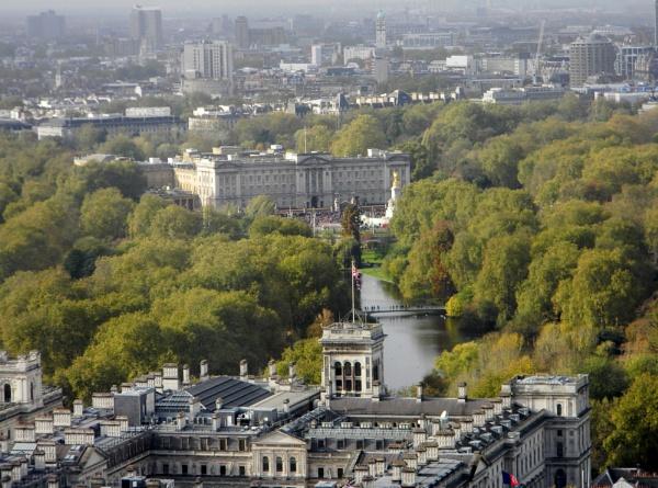 Buckingham Palace by GPC