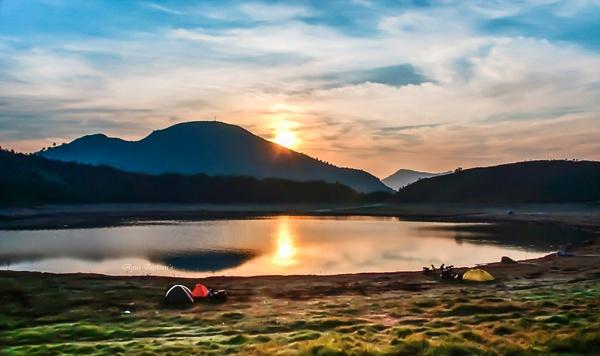 Sunrise Lake Ndringo by aguspwt