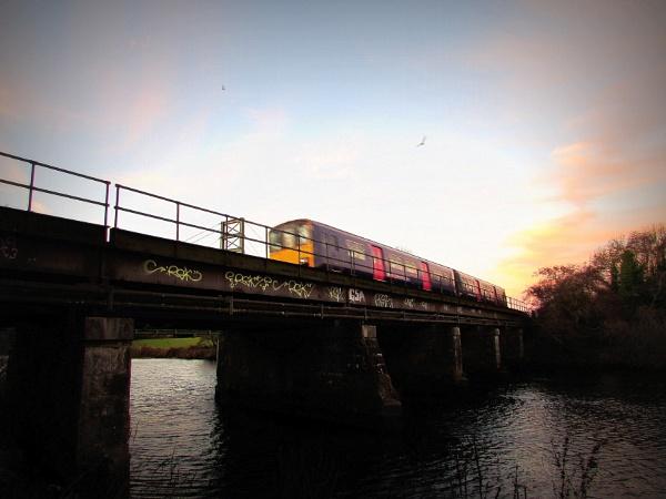 Totnes Train by JanOByrne