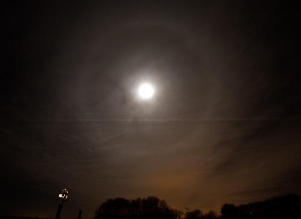 Lunar Halo by chedd