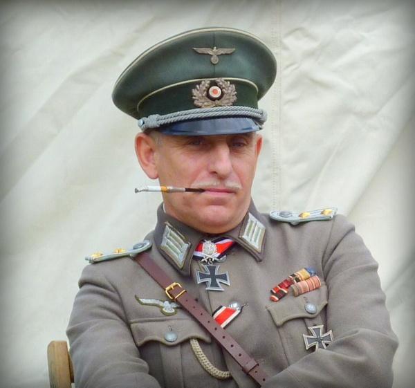 Herr Kapitan by BarbaraR