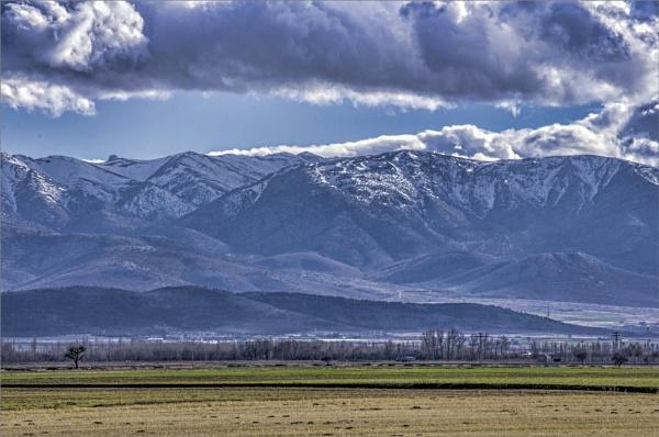 Mountain Range by nonur